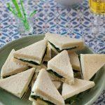 Sandwichs triangles fromage frais moutarde et épinard