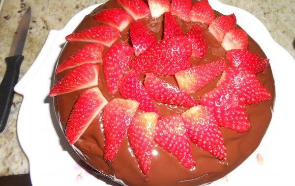 Gâteau aux fraises et chocolat