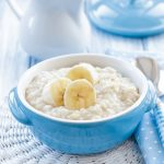 Bouillie de flocon d'avoine (porridge) coco, banane, pomme