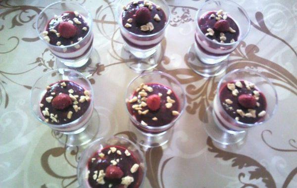 Verrines de mousse au chocolat blanc et framboises