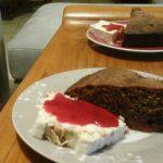 Cake bleu (chocolat-fruits rouges)