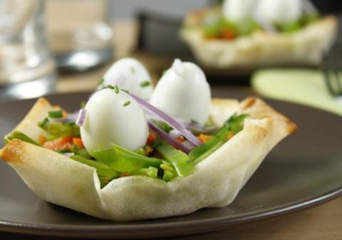 Oeufs de caille en nids croustillants de légumes