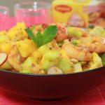 Salade de crevettes, mangue et oignon rouge