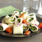 Salade de rouleaux de pâtes jambon, mâche chèvre frais et vinaigrette aux herbes de Provence