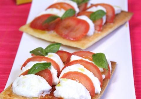Tarte fine coulis de tomates, mozzarella basilic