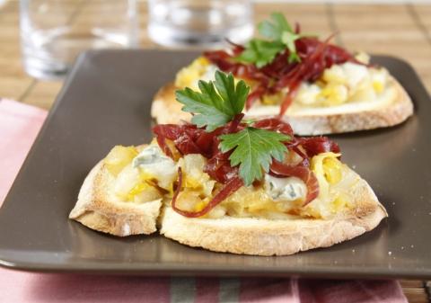 Tartines poires gorgonzola poireaux
