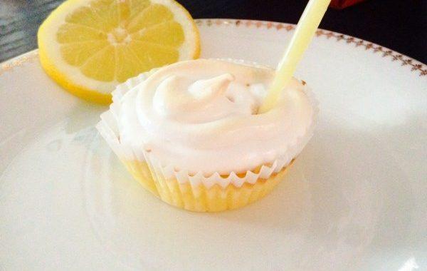 Cupcakes meringués fourrés au Lemon Curd