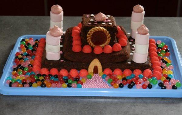 Gateau d'anniversaire en forme de château