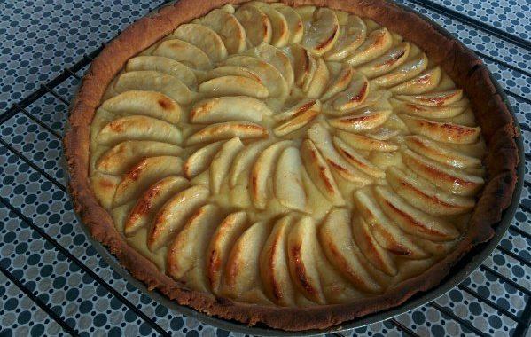 Tarte aux pommes (sur compote maison spéciale)