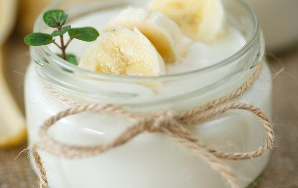 Yaourt à la banane (dessert peu sucré)