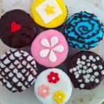 Cupcakes chocolat et glaçage coloré