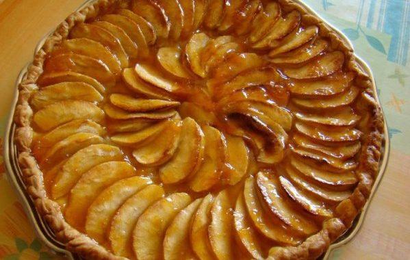 Tarte aux pommes, cannelle, amandes