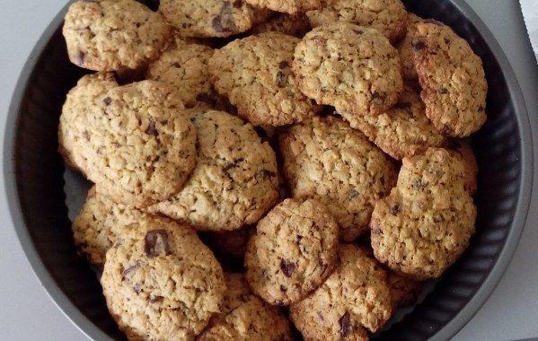 Cookies aux flocons d'avoine, amandes, noisettes et pépites de chocolat