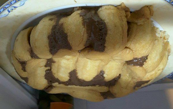 Charlotte au chocolat et poires caramélisées