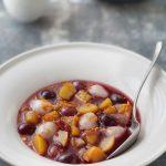 Salade de pêches et litchis au sirop de fruits rouges à l'orientale