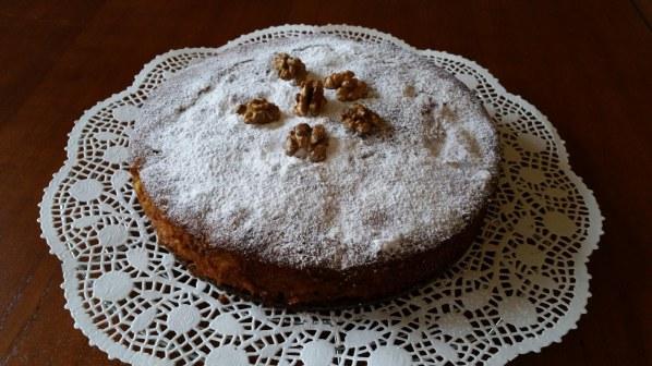 Gâteau aux noix, pommes et chocolat noir
