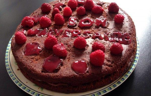 Gâteau au chocolat fourré aux framboises