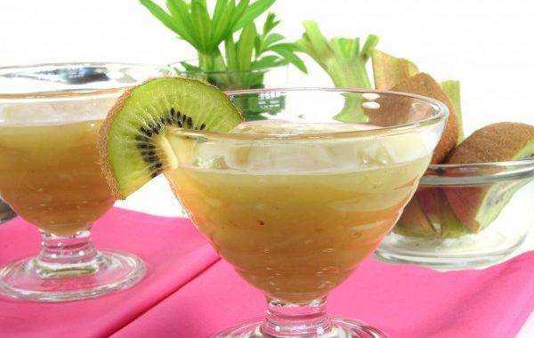 Compote à la banane, à l'ananas et au kiwi