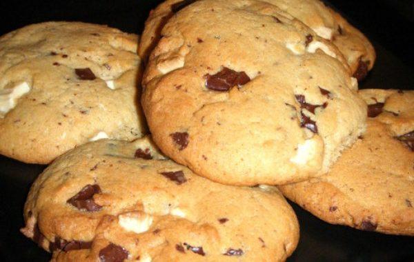 Cookies aux pépites de chocolats noir et blanc