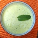 Soupe glaçée de concombres à la menthe