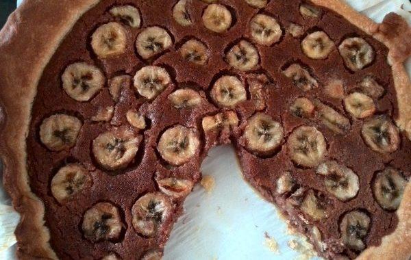 Tarte banane et chocolat, délicatement parfumée à la noix de coco