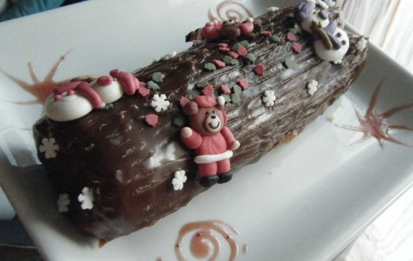 Buche traditionnelle de noël, biscuit au marron