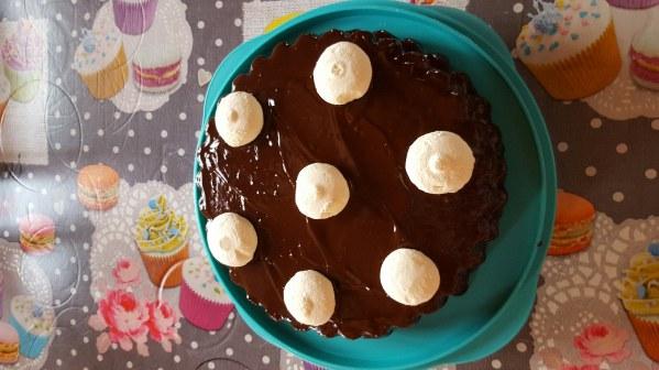 Génoise à la crème pâtissière nappé au chocolat et ses meringues