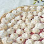 Tarte aux framboises et fruits rouges macaronnée