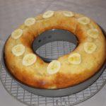 Gâteau au yaourt et morceaux de banane