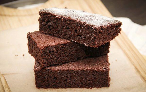 Gâteau au chocolat à l'auto-cuiseur