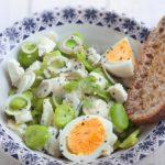 Salade de fèves au chèvre frais et aux oeufs