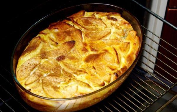 Clafoutis pommes, miel et raisins secs