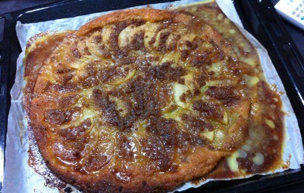 Tarte aux pommes, spéculos et caramel au beurre salé