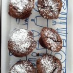 Muffin au chocolat fondant avec nappage fraise bailey