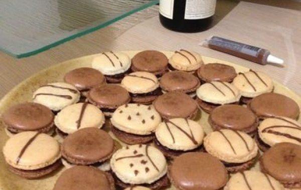 Macarons fourrés chocolat-café