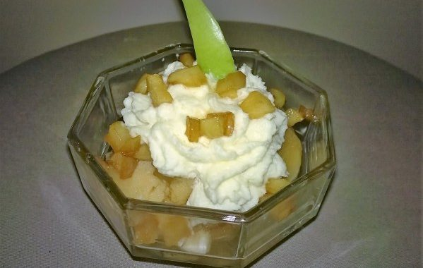 Dessert glacé de pomme flambée au Calvados en verrine