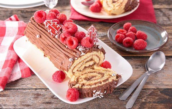 Bûche de Noël au chocolat et gelée de framboise