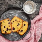Gâteau à la polenta et aux pruneaux